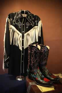 h hank williams jur nudie designed musical shirt aling with his custom made monogaammed boots 2