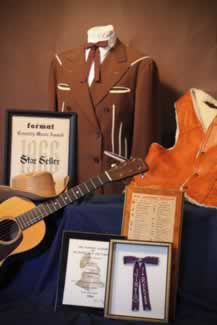 n jim reeves suit awards baby martin guitar and grammy award are part of the collection along with his 1956 tour bus 2